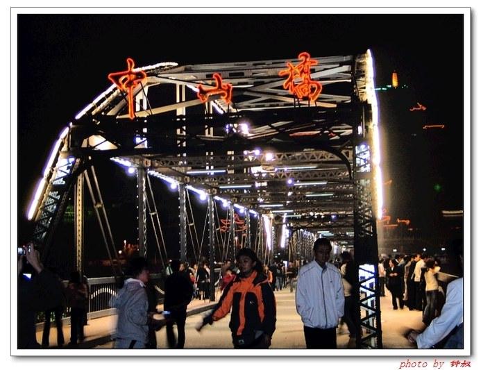 兰州是一座少数民族聚居的城市,回族人口最多,清真寺遍布大街小巷